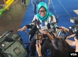 Salah satu penyandang disabilitas yang menggunakan kursi roda, Yurlina usai melakukan simulasi pemilu 2019. (VOA/Ghita)