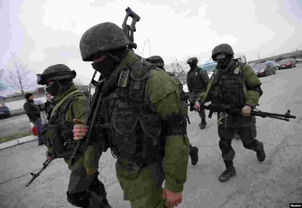 مغربی ممالک کے دباؤ کے باوجود روس نے یوکرین کے علاقے کریمیا پر اپنا عسکری کنٹرول مضبوط کر لیا ہے۔