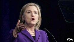 Menlu AS Hillary Clinton berbicara kepada sebuah kelompok pro Palestina, Satuan Tugas Amerika untuk Palestina, di Washington.