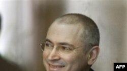 Rusi: Kodorkovski dhe Lebedev fajtorë për përvetësim pasurie