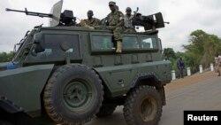 Mumwe mukuru wemauto, Major General Douglas Nyikayaramba vanoti huwori huri kutadzisa nyika kusimukira