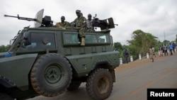 Des soldats ougandais sont en route pour évacuer les citoyens après les altercations à Juba au Soudan du sud, le 14 juillet 2016.