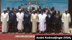 Les Chefs d'Etat et de gouvernement de la Cen-Sad à N'Djamena, le 13 avril 2019. (VOA/André Kodmadjingar)