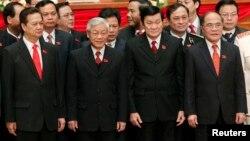 'Tứ trụ' từ phải: Chủ tịch Quốc hội Nguyễn Sinh Hùng, Chủ tịch Nước Trương Tấn Sang, Tổng Bí thư Nguyễn Phú Trọng, và Thủ tướng Nguyễn Tấn Dũng.