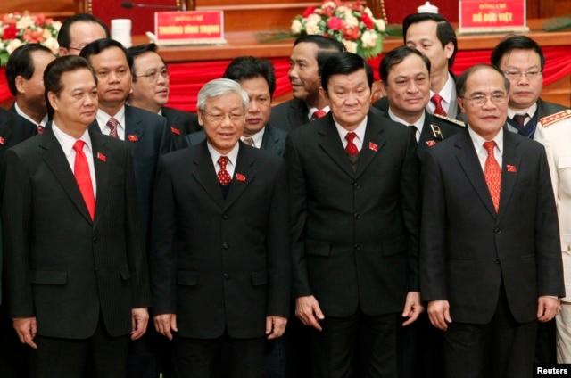 """Thứ trưởng Bộ Thông tin và truyền thông Trương Minh Tuấn kêu gọi người dân """"không nên căn cứ thông tin mạng để suy diễn 'tứ trụ'."""