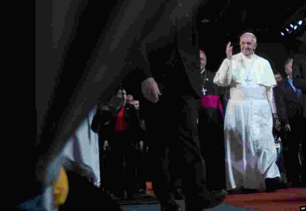 Ðức Giáo Hoàng tại buổi tiễn biệt ở sân bay Rio de Janeiro, 28/7.