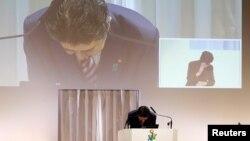 Ông Abe xin lỗi tại cuộc họp của đảng cầm quyền hôm 25/3.