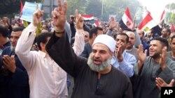 قاہرہ یونیورسٹی کے سامنے صدر مرسی کے حق میں مظاہرہ
