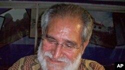 """Escritor angolano Pepetela assinado o seu mais recente livro """"A Sul. O Sombreiro"""""""