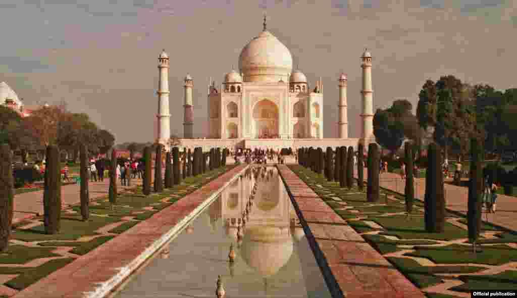 Taj Mahal, u Indiji, ilustrira dvije naglašene teme u filmu Islamic Art: Mirror of the Invisible World - arhitekturu i vodu (Ljubaznošću: Unity Productions Foundation)