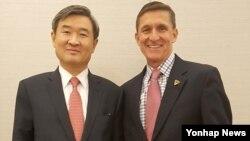 미국을 방문한 조태용 청와대 국가안보실 1차장(왼쪽)이 18일 도널드 트럼프 미국 대통령 당선인의 플린 백악관 국가안보보좌관 내정자와 미-한 동맹, 북핵 문제 등을 협의했다.