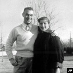 Rut Beyder Ginsburg turmush o'rtog'i Martin Ginsburg bilan, 1954