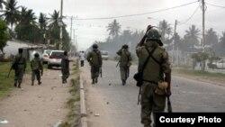 Police na balabala na Beira, Mozambique. 16 novembre 2013.