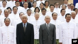 Cambodia's King Norodom Sihamoni, second right, poses for photograph altogether with Hun Sen, right, Cambodian Prime Minister, Chea Sim, second left, Cambodia Senate President, Heng Samrin, left, Cambodian National Assembly President, in front of the National Assembly in Phnom Penh, Cambodia, Wednesday, Sept. 24, 2008. Cambodia's newly elected lower house of parliament held its inaugural session Wednesday, ushering in a new era of sweeping power of Prime Minister Hun Sen's ruling party in the impoverished Southeast Asian nation. (AP Photo/Heng Sinith)