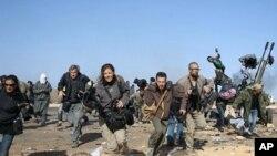 'Yan jarida na tserewa wani yanki da ake rikici a Libya