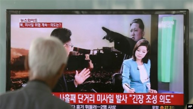 South Korean man watches a TV news program reporting missile launch conducted by North Korea in Seoul May 20, 2013