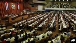 La Asamblea Nacional del Poder Popular de Cuba sólo sesiona dos veces al año.