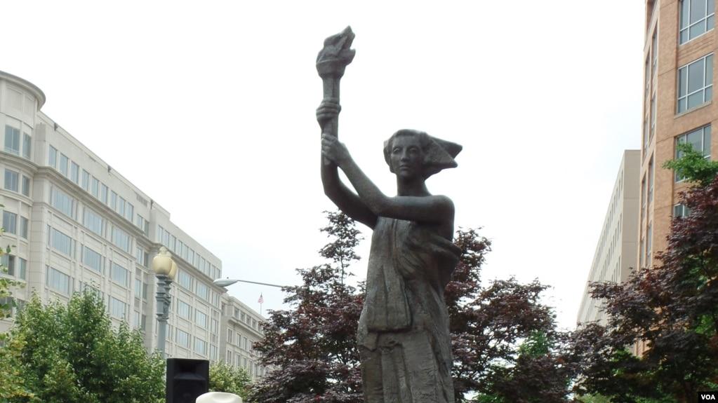 资料照:以1989年天安门广场民主女神像像为原型的华盛顿共产主义受难者纪念碑。