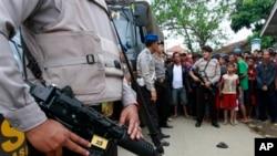 Bản phúc trình về nhân quyền năm 2013 của Hoa Kỳ đã chỉ trích Indonesia là không tiến hành các cuộc điều tra minh bạch và khả tín về những cáo buộc giết người phi pháp của lực lượng an ninh.