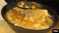 这碗好吃的豆花里可能含有顺丁烯二酸(美国之音杨晨拍摄)