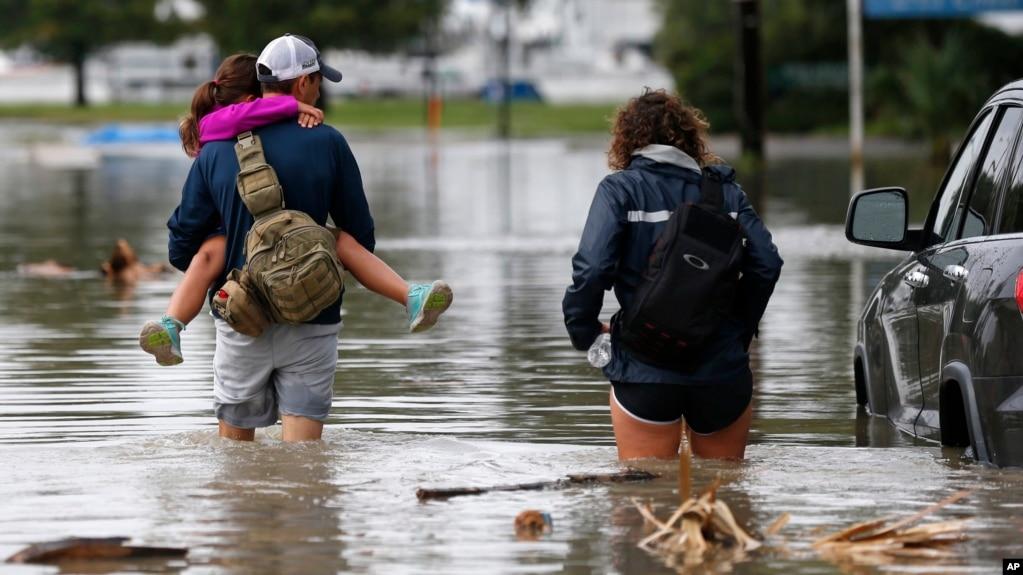 Stuhia sjell shira në Luiziana, pas largimit nga Teksasi i përmbytur