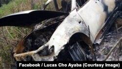 Image d'une voiture brûlée postée sur des réseaux sociaux après l'enlèvement d'un sous-préfet à Batibo, Cameroun, 11 février 2018. (Facebook/ Lucas Cho Ayaba)