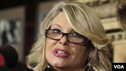 Sharon Bailek habló en la televisión estadounidense y acusó a Cain de conducta sexual inapropiada.