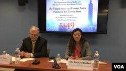 """星期五在乔治华盛顿大学学生社团""""亚洲研究组织""""举办的论坛 (美国之音钟辰芳拍摄)"""