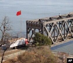 连接中国和朝鲜的鸭绿江大桥