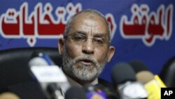 Leader of Egypt's Muslim Brotherhood, Mohammed Badie speaks during a press conference at the group's parliamentary office in Cairo, 09 Oct 2010