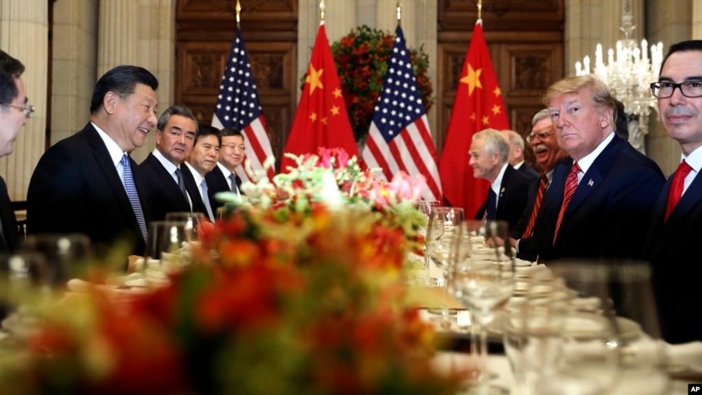 美国总统特朗普(右二)和中国国家主席习近平(左二)在阿根廷布宜诺斯艾利斯出席二十国集团领导人非正式会晤。(2018年12月1日)