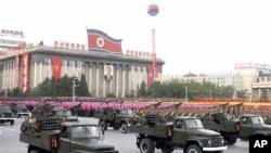 朝鲜举行阅兵式(资料照片)