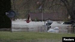 В місті Сенфорд штату Мічиган затопило дороги, 19 травня 2020 року