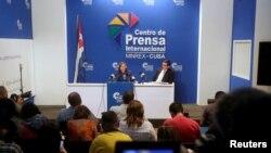 Глава отдела по делам США кубинского МИДа Хосефина Видаль (в центре)