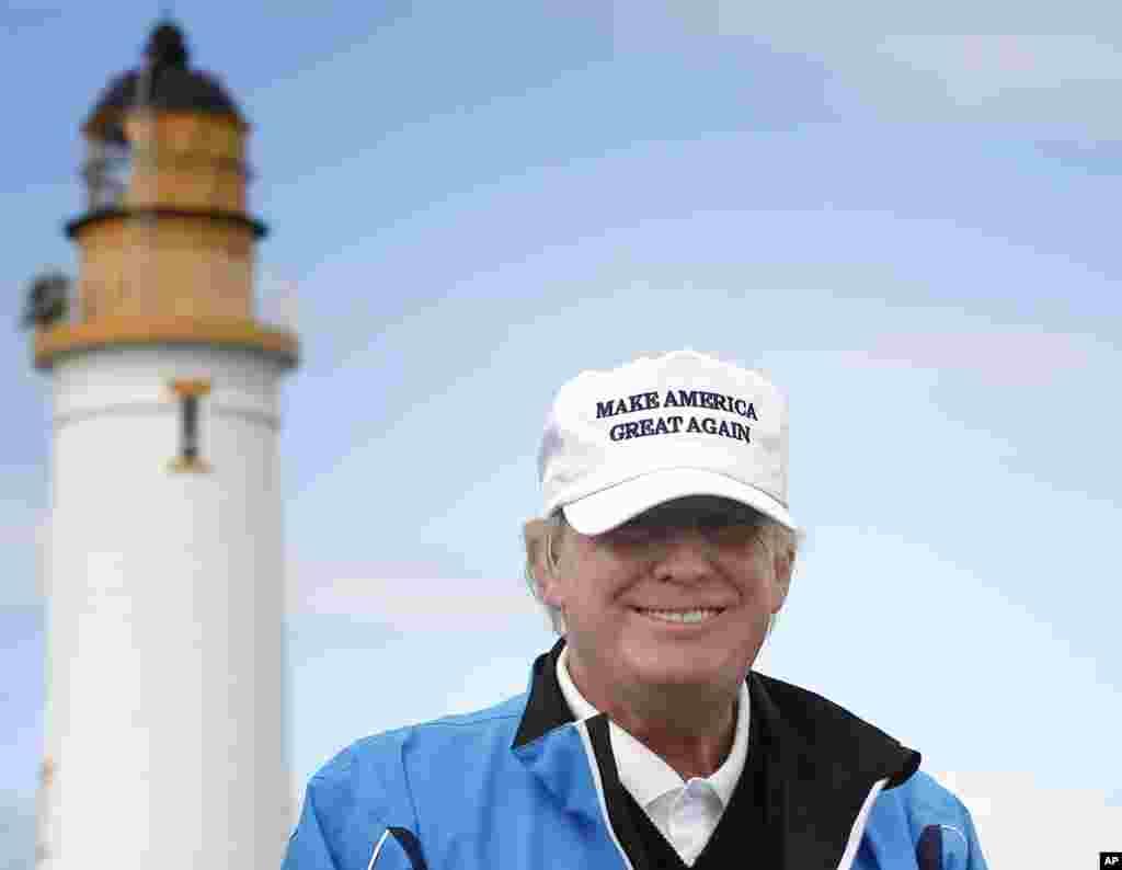 عکسی از پرزیدنت ترامپ در اقامتگاه تابستانی اش در اسکاتلند. آقای ترامپ به بازی گلف علاقه زیادی دارد.