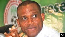 Sunday Oliseh lors de sa nomination à la tête de l'équipe du Nigeria, le 15 juillet 2015. (AP Photo/Olamikan Gbemiga)