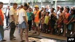 Xác của các nạn nhân lũ lụt ở thàn phố Davao, miền nam Philippines, ngày 29/6/2011