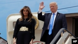 عکس پرزیدنت ترامپ و همسرش در بدو ورود به عربستان