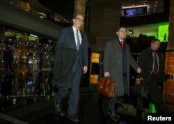 美国财政部负责国际事务的次长大卫·马尔帕斯和美国贸易谈判代表团其他成员1月7日谈判结束后返回北京的宾馆。