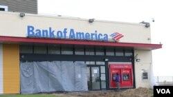 Pintu Bank of America yang dirusak perampok. (Foto: Ilustrasi)
