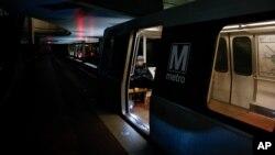 Cuộc khủng hoảng metro trầm trọng đến mức trong vài tháng qua nhiều hành khách xe điện ngầm phải quay sang các phương tiện di chuyển khác. (Ảnh tư liệu)