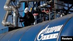 Rossiyaning Gazprom va Xitoyning Milliy Petroleum korporatsiyasi bitim imzoladi. Unga ko'ra, 2018-yilgacha ikki davlatni ulovchi yangi gaz quvuri foydalanishga topshiriladi.