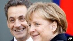 Nicolas Sarkozy e Angela Merkel estão no centro da nova proposta para a zona euro