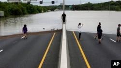 На шоссе в Сан Антонио, Техас. 25 января 2013 г.