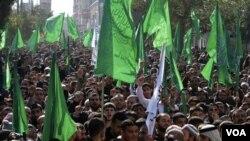 Pendukung kelompok Hamas melakukan protes terhadap pemerintahan Presiden Mahmoud Abbas (28/1) yang menurut berita Al-Jazeera bersedia memberikan konsesi Yerusalem dalam perundingan damai dengan Israel.