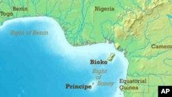 Golfo da Guiné com o alinhamento das ilhas de São Tomé e Príncipe e do Bioko e Ano-Bom ( parte do territorio da Guiné-Equatorial)