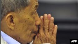 Bị can Kaing Guek Eav-thường được gọi là Duch-xin tòa án và gia đình những nạn nhân tha thứ
