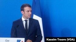 Le président français Emmanuel Macron lors d'une conférence de presse conjointe à Gao, Mali, 19 mai 2017. (VOA/Kassim Traore)