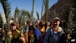 Христианские паломники празднуют Вербное (Пальмовое) воскресенье в Иерусалиме, Израиль. 24 марта 2013 года
