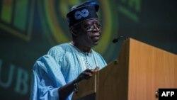 Asiwaju Bola Tinubu, du All Progressive Congress, donne un discours lors d'un rassemblement organisé à Lagos, le 29 mars 2018.